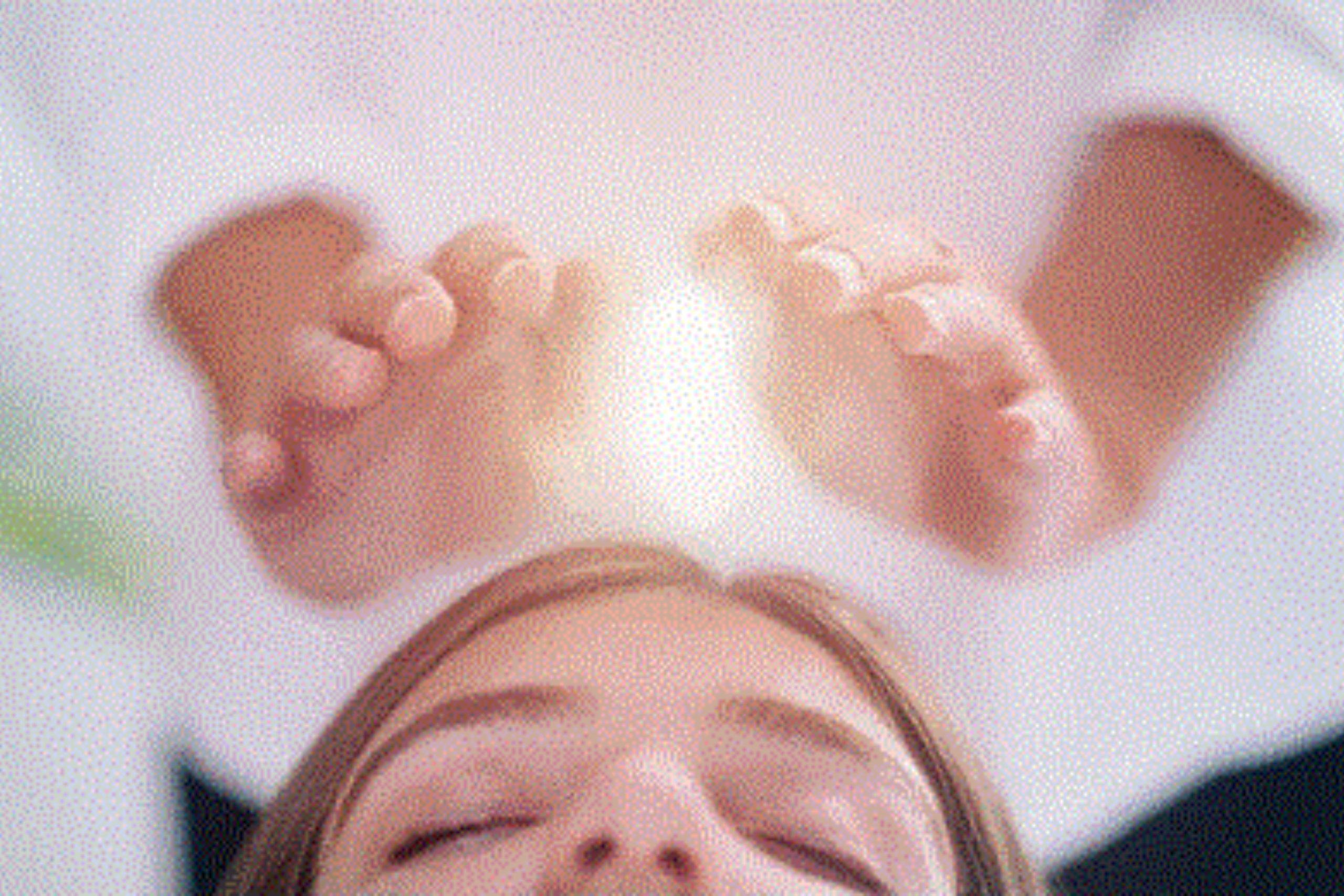 Mains avec de la lumière - LaHoChi